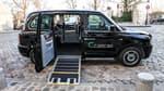 """Lancée début 2020 à Paris, Caocao (à prononcer """"Tsaotsao"""") louait jusqu'ici à des prestataires une centaine de gros taxis noirs à 7 places, des versions hybrides rechargeables des emblématiques taxis londoniens. Elle a aussi ouvert sa plateforme en ligne à d'autres chauffeurs indépendants."""