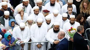 La communauté musulmane s'est rassemblée pour rendre hommage aux victimes de l'attentat de Londres.