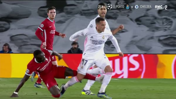 La violente semelle de Mané sur Vazquez quelques minutes après l'action litigieuse entre les deux joueurs
