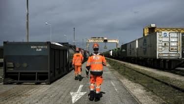 """Le ministère des Transports veut """"mener cet automne une réflexion globale pour le fret ferroviaire"""", conscient des """"difficultés de la filière"""", après un rapport inquiétant de la Cour des Comptes"""