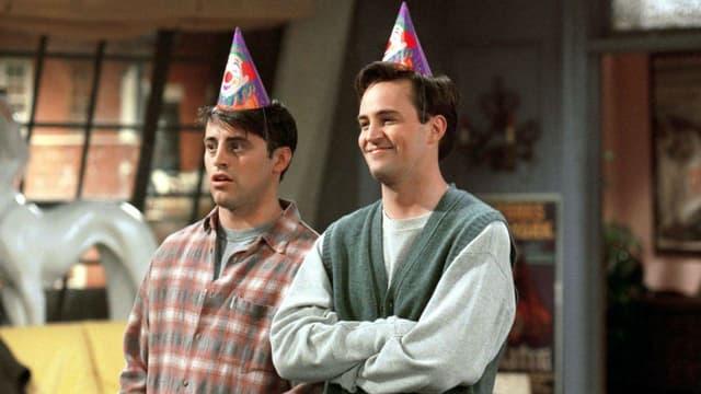 "Matthew Perry (Chandler) et Matt LeBlanc (Joey) dans la série ""Friends"" (1994-2004)"
