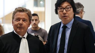 Jean-Vincent Placé et son avocat le 11 juillet 2018 au palais de Justice de Paris.