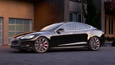 Tesla travaillerait sur la P100D, nouvelle version encore plus puissante de la Model S, selon un échange de tweets entre Elon Musk et un développeur, Jason Hughes.