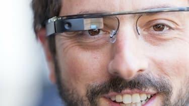 Les Google Glass ont lancé la mode des vêtements connectés.