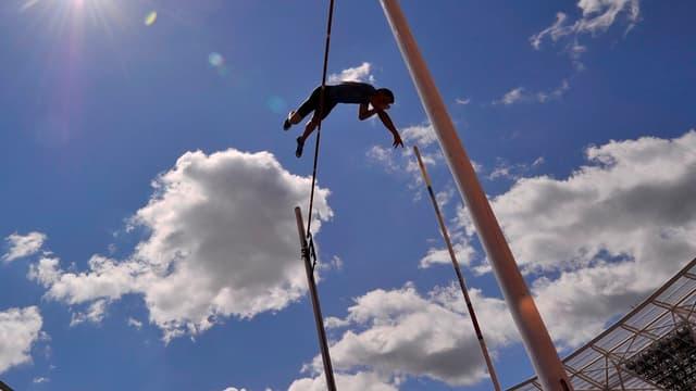 Renaud Lavillenie s'envole au-dessus des six mètres à Londres