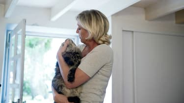 A grand renfort de photos avec ses chats, Marine Le Pen drague les amis des animaux en vue de 2017.
