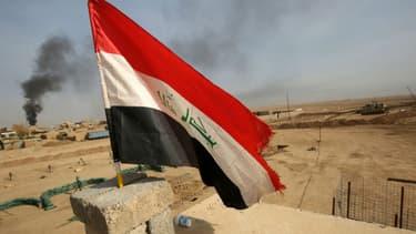 Le drapeau national irakien flotte sur Mossoul, le 9 novembre 2016. (illustration)