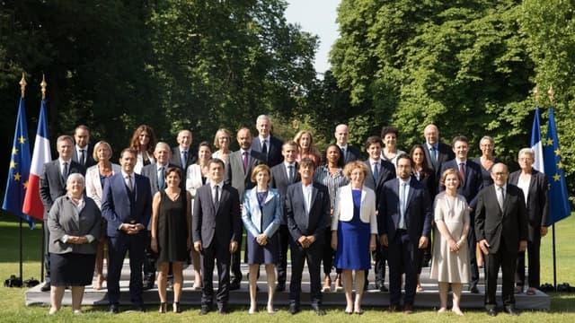 La nouvelle photo de famille officielle du gouvernement Philippe II