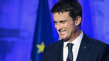 Manuel Valls, qui n'est pas encore officiellement candidat à la primaire à gauche, l'emporterait largement face à Arnaud Montebourg en janvier prochain.