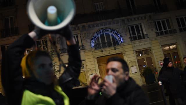 Les manifestants devant le théâtre des Bouffes du Nord, vendredi 17 janvier 2020