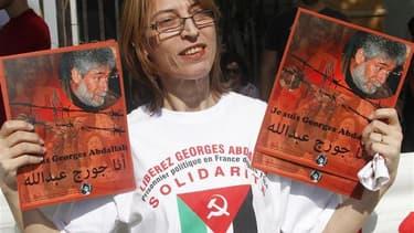 Partisans de Georges Ibrahim Abdallah près de la résidence officielle de l'ambassadeur de France à Beyrouth. Un tribunal d'application de peines de Paris a accepté mercredi la libération conditionnelle de cet activiste libanais, condamné à perpétuité et e