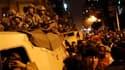Des milliers d'Egyptiens ont bravé vendredi soir le couvre-feu imposé par le président Hosni Moubarak et, au terme d'une journée de contestation sans précédent, ont acclamé les soldats se déployant dans les rues de la capitale égyptienne. /Photo prise le