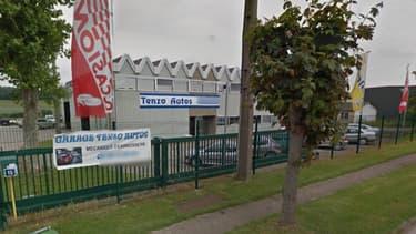 """Le garage """"Tenzo autos"""" où se sont déroulés mardi soir le double meurtre et la tentative de suicide."""