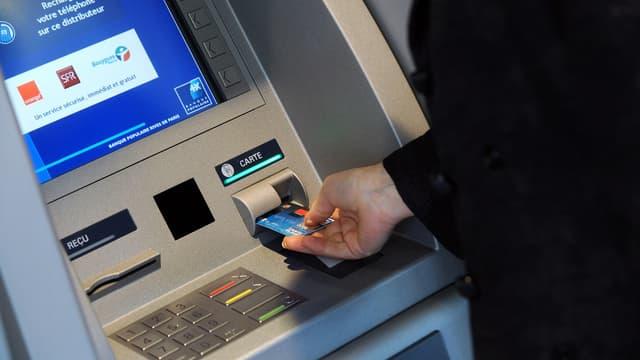 La hausse des tarifs bancaires affectera surtout les clients précaires.