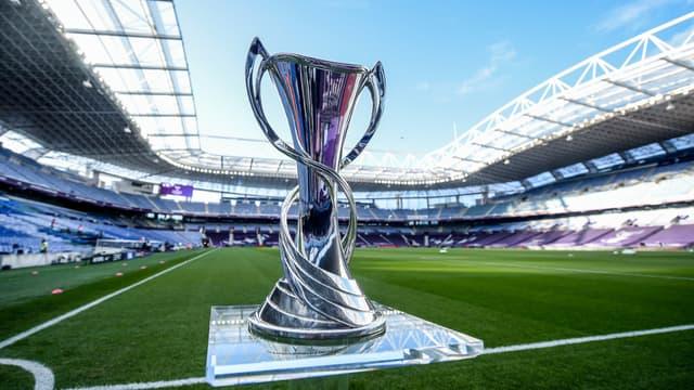 Le trophée de la Ligue des champions féminine