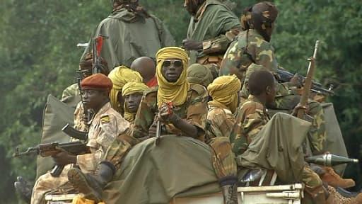 Miliciens de la Seleka juchés sur un camion.