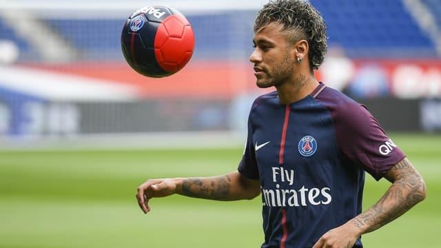 Pour Rolland Courbis, Neymar doit être aligné avec un quatuor offensif.