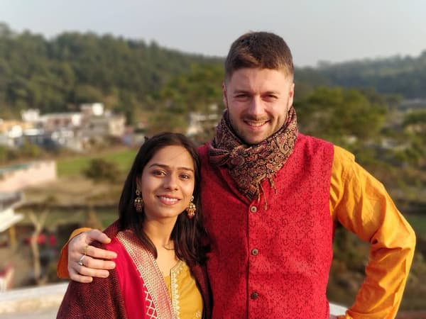 Loïc et Rashmi lors de leurs fiançailles en Inde en décembre 2019.