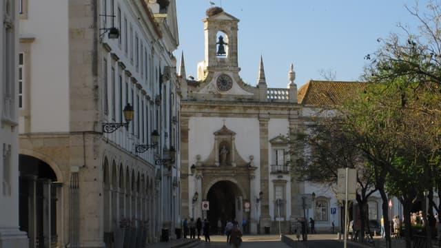 Une trentaine de vols en provenance du Royaume-Uni sont attendus au Portugal, dont plus de la moitié à Faro, principale ville de la région touristique de l'Algarve (sud).