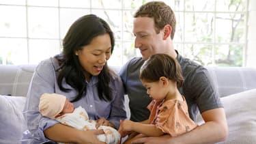 Mark et Chan Zuckerberg viennent d'avoir une seconde petite fille. Pour s'adapter à sa nouvelle vie, le patron de Facebook s'accorde deux mois de repose, deux fois moins que ses salariés.