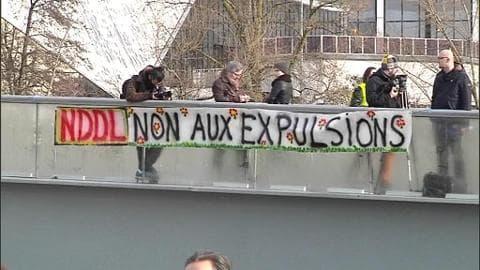 NDDL: les opposants au projet manifestent devant le tribunal de Nantes