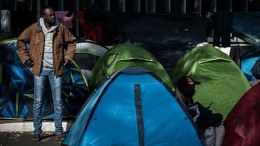 Dans le 19e arrondissement de Paris, le campement de migrants grossit depuis quelques jours.