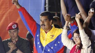 La commission électorale vénézuelienne a officiellement proclamé lundi la victoire de Nicolas Maduro à l'élection présidentielle de dimanche contre Henrique Capriles, malgré les appels de l'opposition à un nouveau décompte. /Photo prise le 14 avril/REUTER