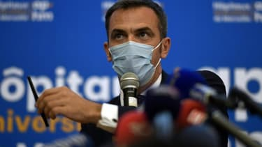Le ministre de la Santé Olivier Véran en conférence de presse lors d'une visite à l'hôpital de La Timone, le 25 septembre 2020 à Marseille