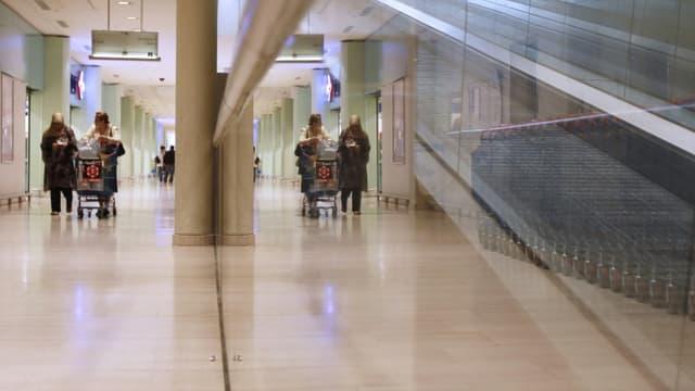 Le centre commercial Evry 2 en 2010. Evry est une ville nouvelle des années 1960 imaginée autour d'une dalle et d'un gigantesque centre commercial