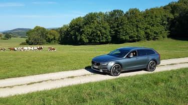 Le Volvo V90 Cross Country, un break capable de sortir des sentiers battus comme un SUV.