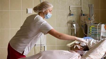 Les infections respiratoires telles que la grippe ou d'autres virus à l'origine de pneumonie font 4,25 millions de morts par an dans le monde, dont beaucoup de jeunes enfants, selon un rapport publié mardi. /Photo d'archives/REUTERS/Vasily Fedosenko