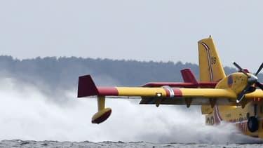 Un Canadair a frôlé des vacanciers en venant se ravitailler sur un lac, dans le sud de la France (photo d'illustration).
