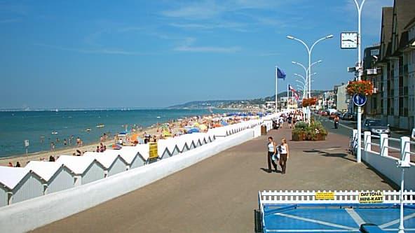 L'avenue de la République à Villers-sur-Mer