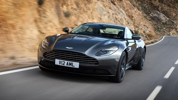La DB11 est légèrement inspirée de la DB10 de l'agent 007. Elle constitue une étape importante dans le renouvellement total de la gamme Aston Martin.