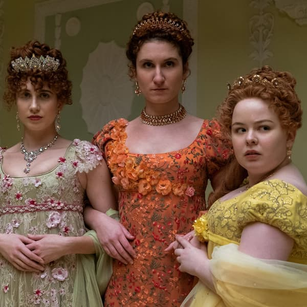 """Les soeurs de la famille Featherington dans la série """"Bridgerton"""""""