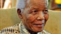 L'ancien président sud-africain Nelson Mandela, qui a été hospitalisé mercredi soir en raison d'une infection pulmonaire, réagit bien à son traitement et il est en mesure de respirer sans problème, a fait savoir samedi la présidence. /Photo d'archives/REU