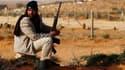 Combattant insurgé à un point de contrôle sur la route reliant Bin Djaouad à Nofilia, deux villes distantes d'une trentaine de kilomètres. Les insurgés libyens ont dû se replier vers Bin Djaouad après avoir essuyé des tirs de la part des forces fidèles à