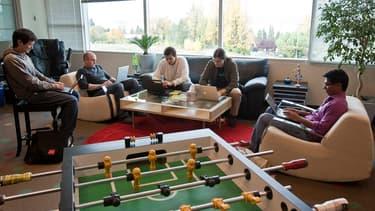 En plus d'offrir des espaces de détente dans leurs bureaux, les géants de la Silicon Valley offrent de multiples avantages à leurs salariés ... histoire de doper leur productivité.