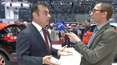 """Carlos Ghosn (à gauche) a également expliqué,à notre reporter Mathieu Sevin (à droite), que le diesel était actuellement """"neutre"""" en matière de santé publique"""