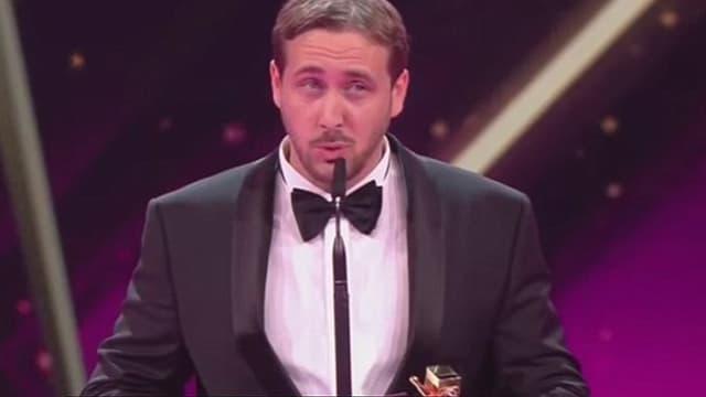Le faux Ryan Gosling au moment de recevoir son prix