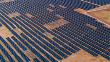 """AGEL, lancée en 2015 avec le plus grand projet de site solaire au monde situé à Kamuthi, Tamil Nadu (648 MW) """"est devenu le premier développeur solaire au monde"""", souligne Total."""