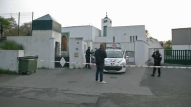Un homme de 84 ans a blessé deux personnes devant la mosquée de Bayonne.