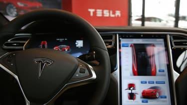 """Mobileye accuse Tesla de """"repousser les limites de la sécurité"""" et ainsi de discréditer la voiture autonome."""