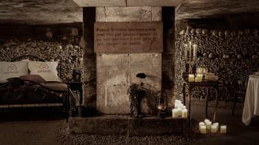 Dans le nuit du 31 octobre au 1er novembre, un lit sera installé dans les Catacombes, au plus près des squelettes.