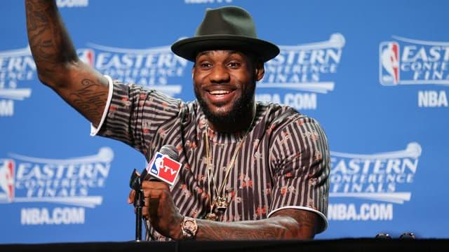 LeBron James tout sourire