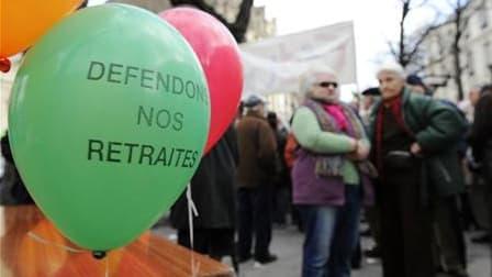 Six syndicats (CGT, CFDT, CFTC, FSU, Unsa, Solidaires) appellent à une nouvelle journée de grèves et de manifestations ce jeudi pour peser sur la réforme des retraites, soupçonnant le gouvernement d'avoir déjà programmé la fin de la retraite à 60 ans. /Ph