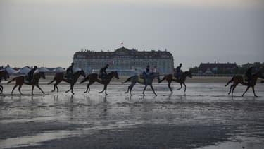 En venant à Deauville, les cavaliers pourront profiter d'une spécificité locale : la balade sur la plage.