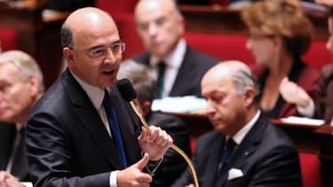 """Pierre Moscovici, le ministre de l'Economie, s'active pour satisfaire """"les pigeons"""", mais la majorité ne semble pas pressée de le suivre."""