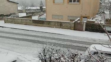 Ardennes: chutes de neige à Charleville-Mézières - Témoins BFMTV