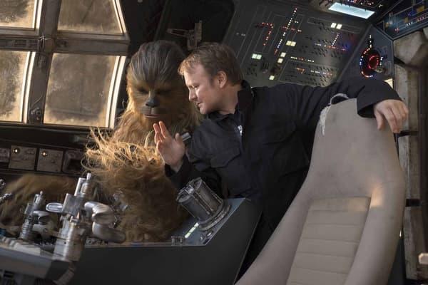 """Rian Johnson sur le plateau de """"Star Wars - Les Derniers Jedi"""""""